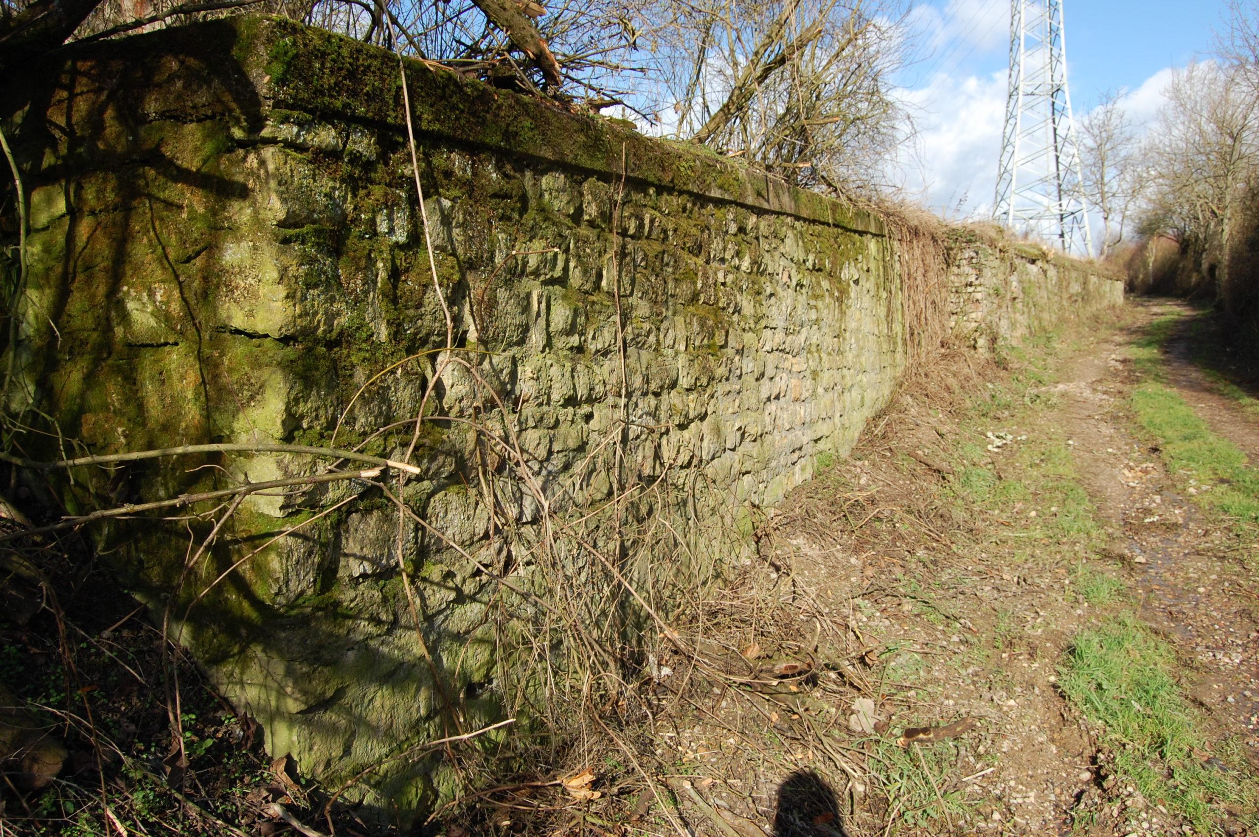 Historische Mauer - fast komplett erhalten